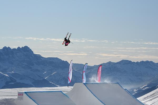 Il s'envole littéralement lors de la compétition de slopestyle